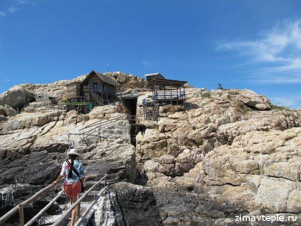 остров ласточек пещера